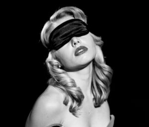 How to use a blindfold in the bedroom